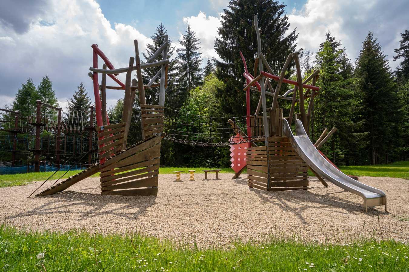 Dětské hřiště v hotelu Kamzík